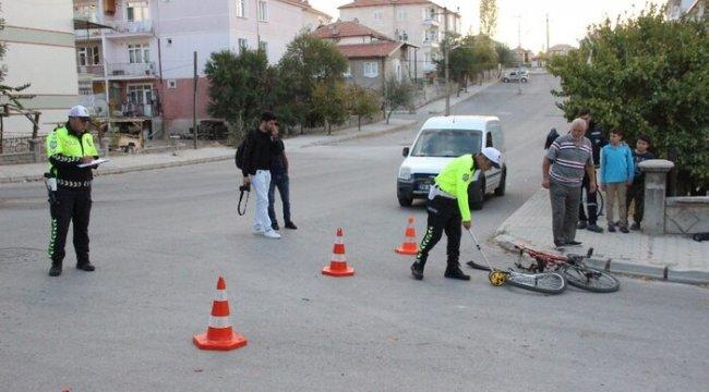Hafif ticari aracın çarptığı bisikletli çocuk kurtarılamadı