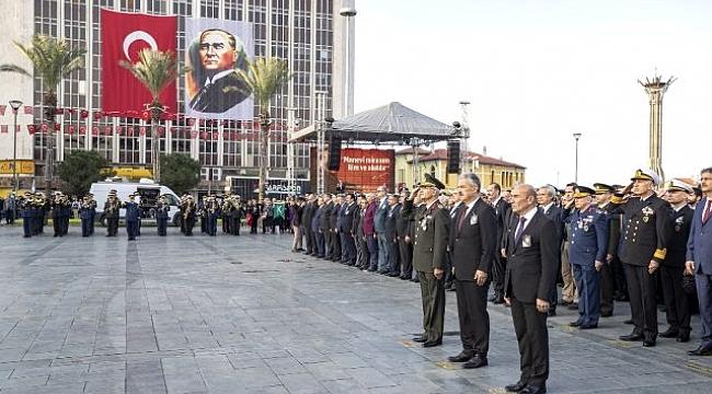 İzmir Atatürk'ü anıyor
