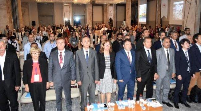 İzmir'de mülteciler için 'İstihdam Fuarı'