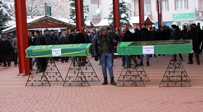 Asker ziyareti sonrası kazada hayatını kaybeden karı-koca, son yolculuklarına uğurlandı.