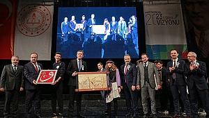 Engelsiz Eğitim'in özel öğrencileri Bursa'da 'Sanata Engel Yok' dedi