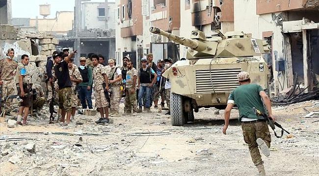 Ateşkesi imzalamayan Hafter'in milisleri saldırılara devam etmek için toplanıyor.