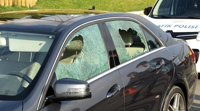 İstanbul'da yol kavgası! Tartıştıkları sürücüye kurşun yağdırdılar.