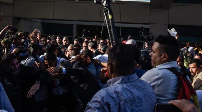 Juan Guaido Venezuela'ya döndü! Havalimanında şok saldırı