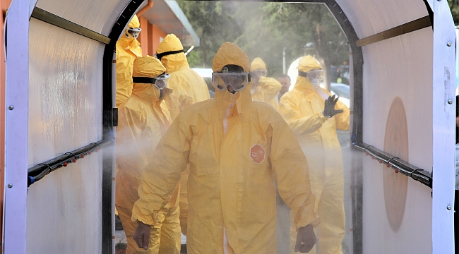 -Covid-19 ile mücadele ekibi görev başında! -Başkan Kılıç, Buca'nın kahramanlarını gururla alkışladı. -Koronavirüsle mücadele ekibine üst düzey güvenlik önlemi.