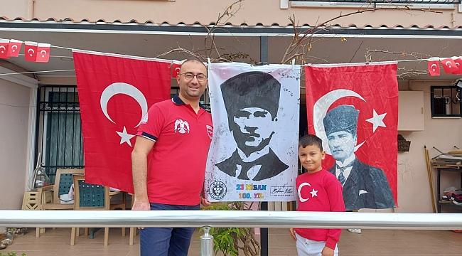 """- """"Emanetin emin ellerde Atam"""" - Ellerinin izi, kalplerinin izi - Bucalı pırlantalar Atatürk sevgileriyle 7'den 70'e herkesi duygulandırdı."""