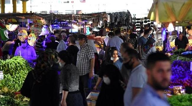 Sokağa çıkma yasağı sonrası Bursa pazarlarında adım atacak yer kalmadı.
