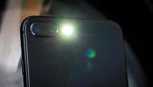 Telefonunuzun flaş ışığına dikkat! Gizli kalan özelliğini öğrendiğinizde çok şaşıracaksınız.