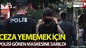 Polisi gören maskesine sarıldı.
