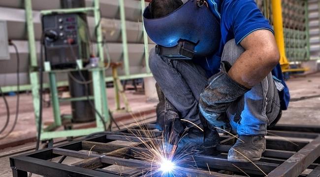 Bakan Albayrak: 'Temmuz'da yıllık bazda sanayi üretimi %4,4; perakende satış hacmi %11,9 arttı'.