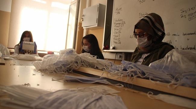 Maske fabrikası gibi okul.
