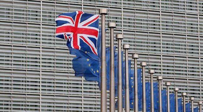 İngiltere'nin kredi notu düşürüldü