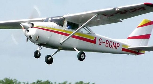 California'da küçük uçağın evlerin üzerine düşmesi sonucu 2 kişi öldü